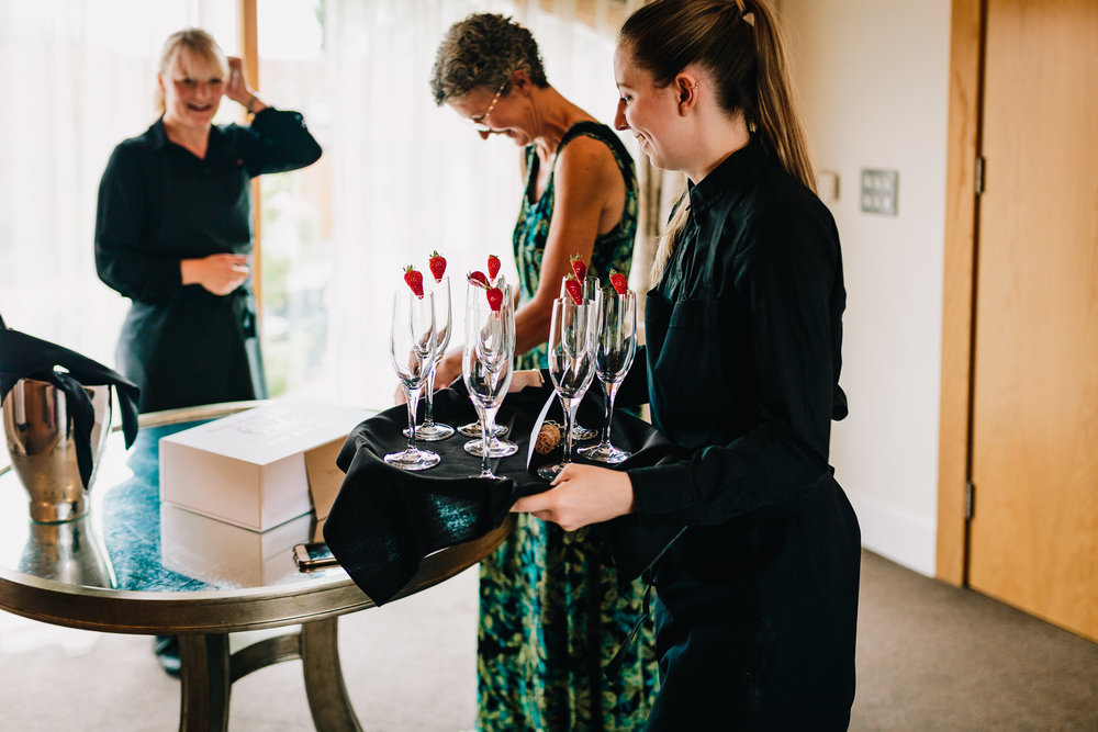 WAITRESS BRINGING CHAMPAGNE FOR WEDDING GUESTS