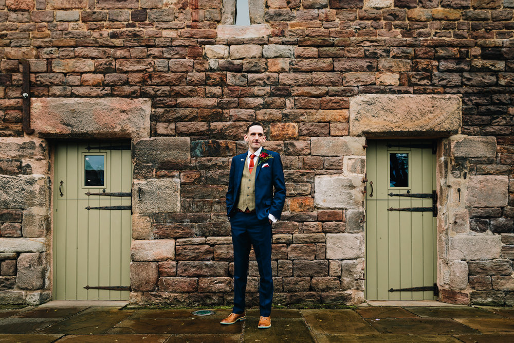 GROOM PORTRAIT OUTSIDE BARN
