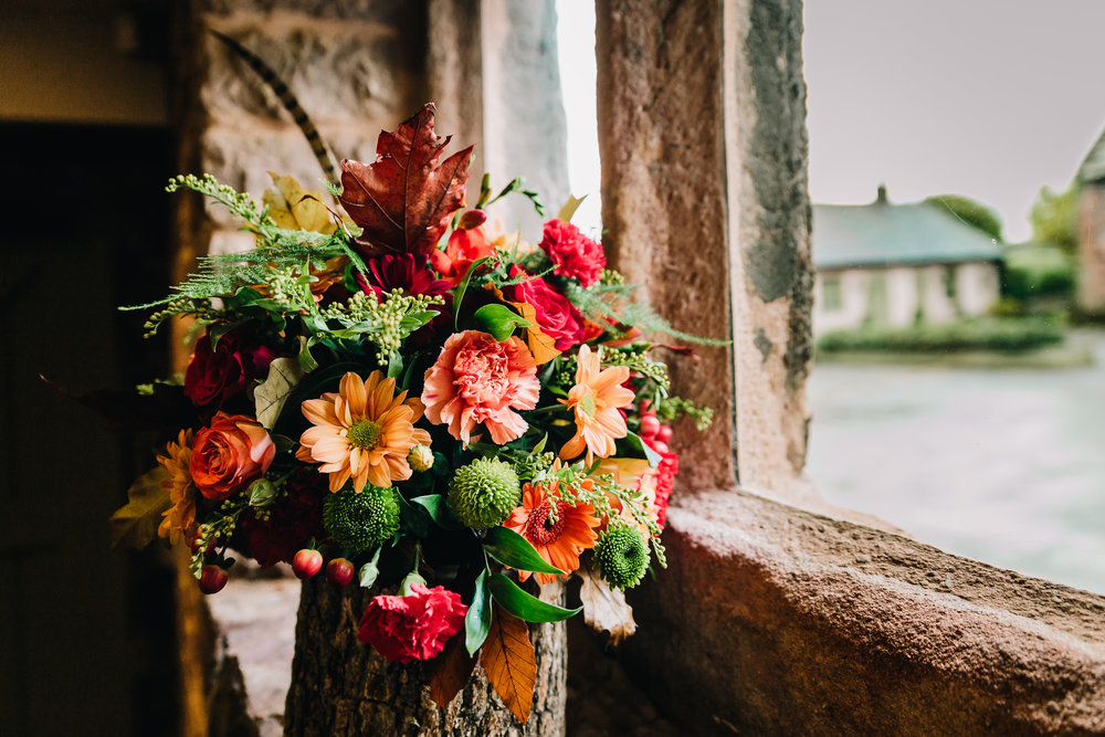 AUTUMN THEMED WEDDING FLOWERS IN BARN