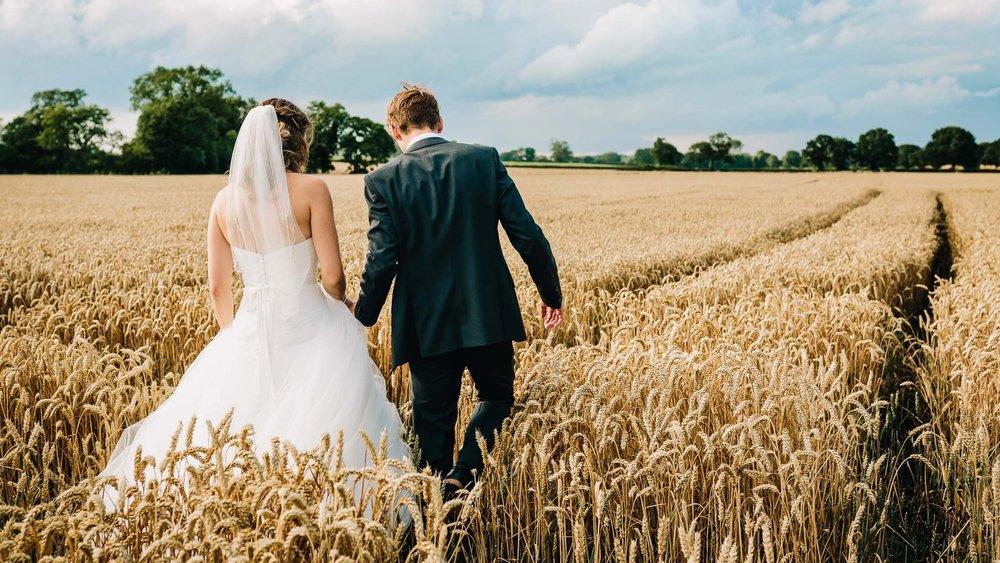 STAFFORDSHIRE WEDDING PHOTOGRAPHER NATURAL CREATIVE STORYTELLING