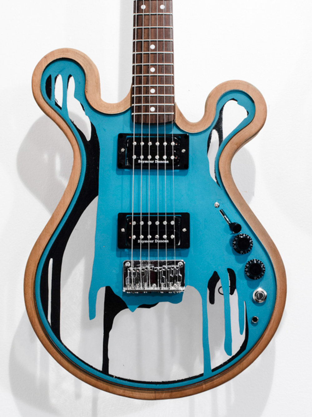 Gallo_Guitar_One_Black_Teal_Mahogany_LED.jpg