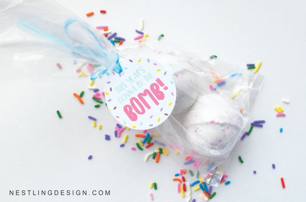 Free Printable Teacher Bath Bomb Gift Tags | NestlingDesign.com
