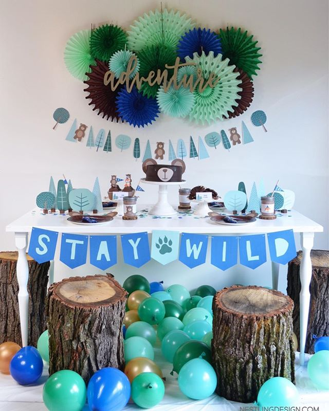 Finally sharing all the details of this sweet woodland bear party on the blog today! Read about the, um, interesting way we got these tree trunk stools 😂 Anything for the party, amiright?? . . . . #bear #bearparty #momlifr #partyinspiration #kidsparty #campingparty #calledtobecreative