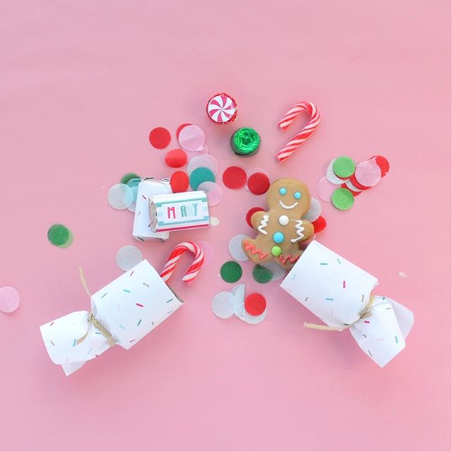 I shared our DIY on how we made these cute party crackers on the blog and I'm honestly kind of obsessed with how they turned out. I'll link the post up today so you can check it out! What would you fill in yours? . . . .  #smallbusiness #calledtobecreative #flashesofdelight #girlboss #thehappynow #myunicornlife #livecolorfully #mycreativebiz #nestlingdesign #etsy #partyinspiration #partyinspo #kidsparty #childrenspartyideas #partyideas #partyplanning #mypartystyle #cuetheconfetti#momlife #christmas #christmasparty #gingerbreaddecorating #gingerbreadhouse #gingersnap #abmholidayspirit #diy