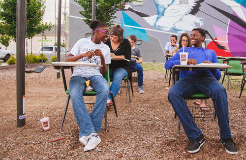 Participants get acquainted during an 800 pop-up session on Glass Street. Photo by Casey Hyde.
