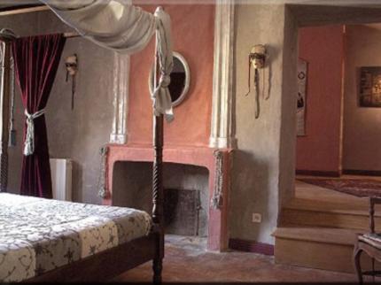 hotel-de-digoine-bourg-st-andeol room 2.jpg