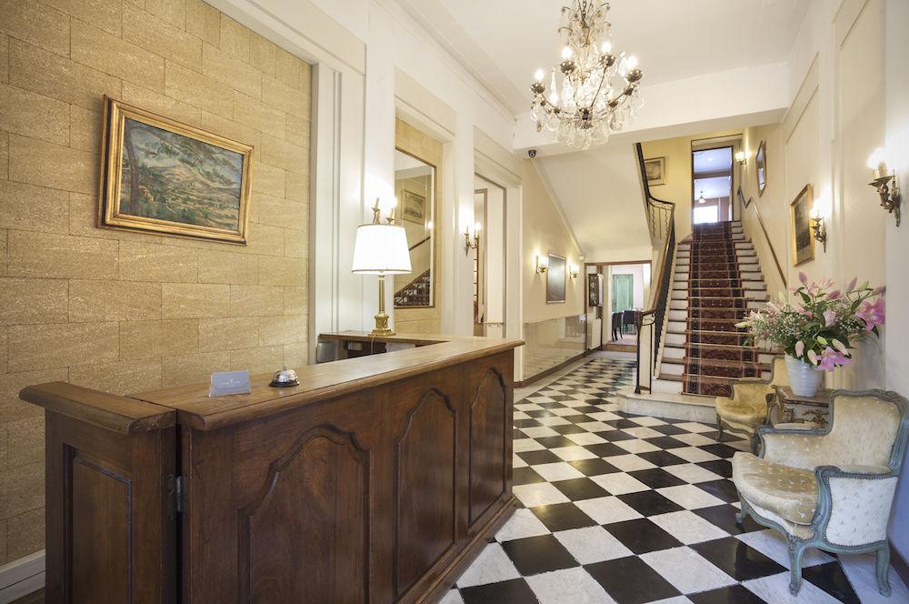 Grand Hotel Negre Coste lobby.jpg
