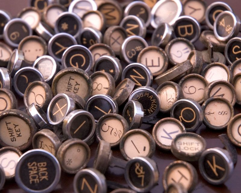 huge_assortment_of_vintage_typewriter_keys.jpg