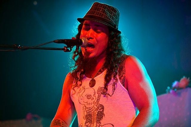 Back when i used to take photos at @jointherepublik in the press pit, I captured this great image of @tavana__official singin' the #blues. Circa 2015. . . . . . #music #stage #rock #concert #sing #photography