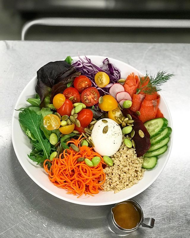 Good morning Monday! What about this colourful yummy #organic #quinoa bowl?