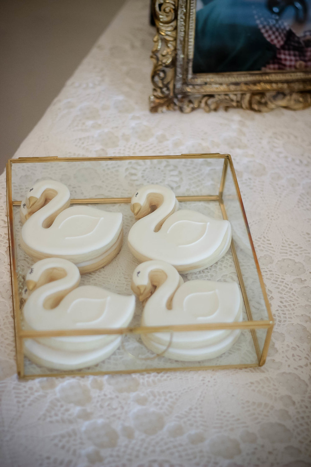 Swan Sugar Cookies by  Dessert Junkie