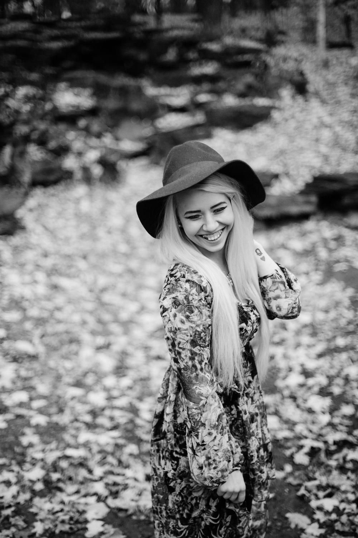 Jen_Montgomery_Photography_MN_kelsiheadshot-28BW.JPG