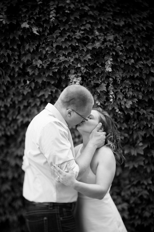 Jen_Montgomery_Photography_Leanna&NateSmall-FaceBookQuality-10BW.JPG