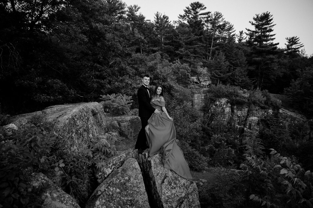 Jen_Montgomery_Photography_Allison&David_Couple_FB-92BW.JPG