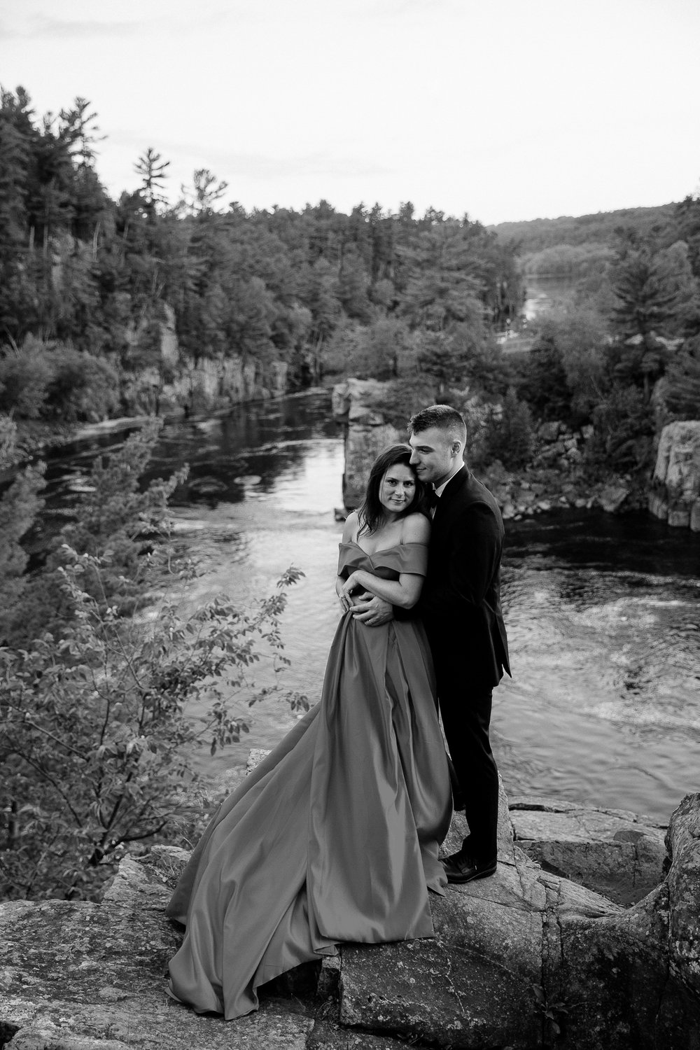 Jen_Montgomery_Photography_Allison&David_Couple_FB-83BW.JPG