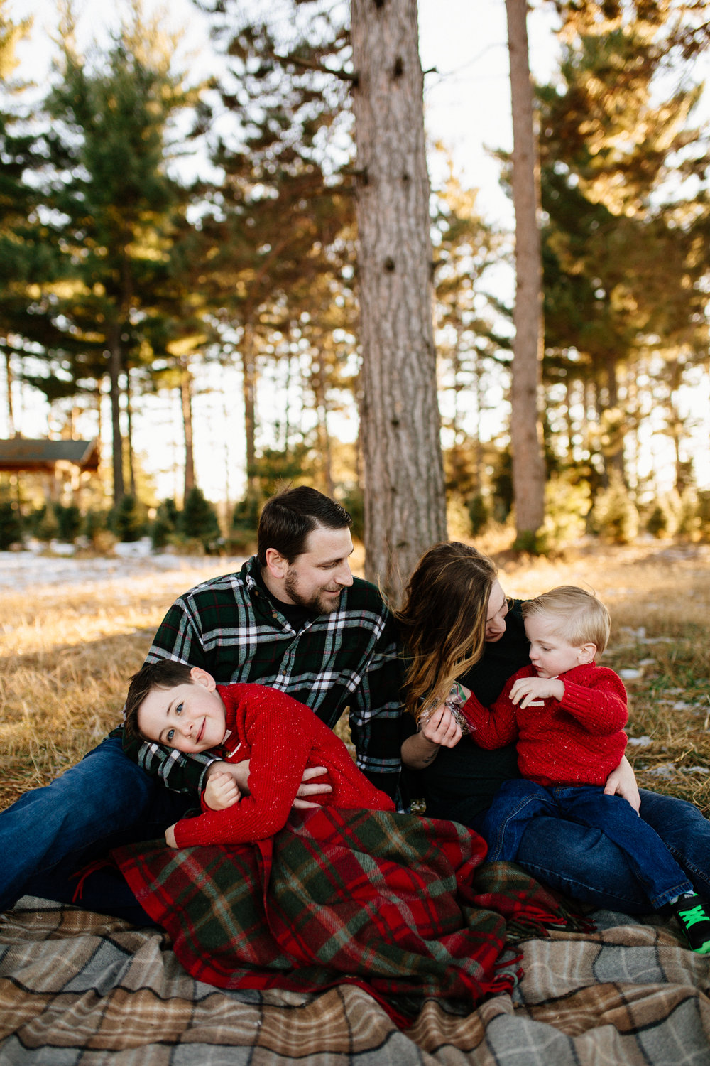 Jen_Montgomery_Photography_Arens_Holiday_Family_FB-23.jpg