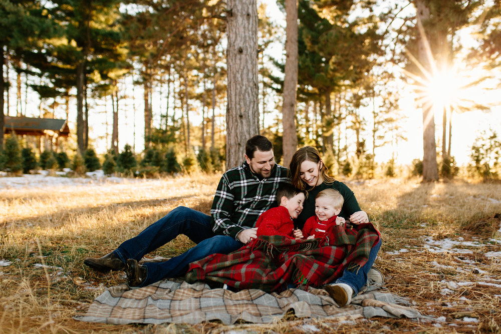 Jen_Montgomery_Photography_Arens_Holiday_Family_FB-26.jpg