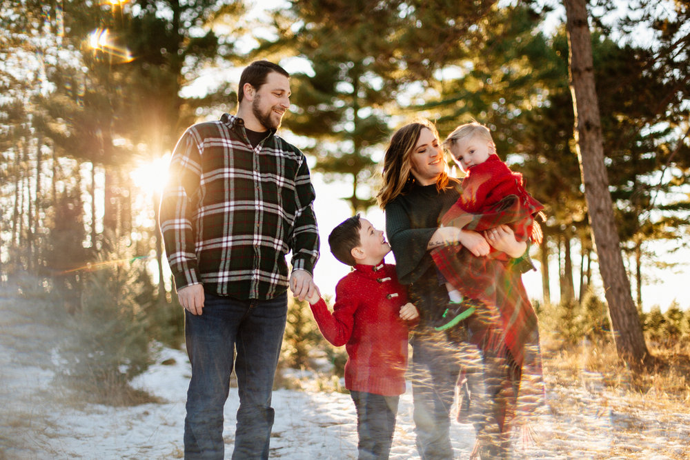 Jen_Montgomery_Photography_Arens_Holiday_Family_FB-40.jpg