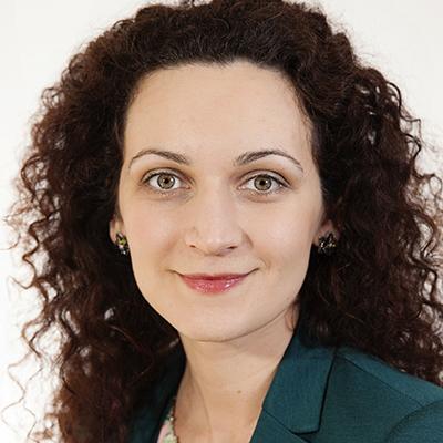 Alina - management consultant