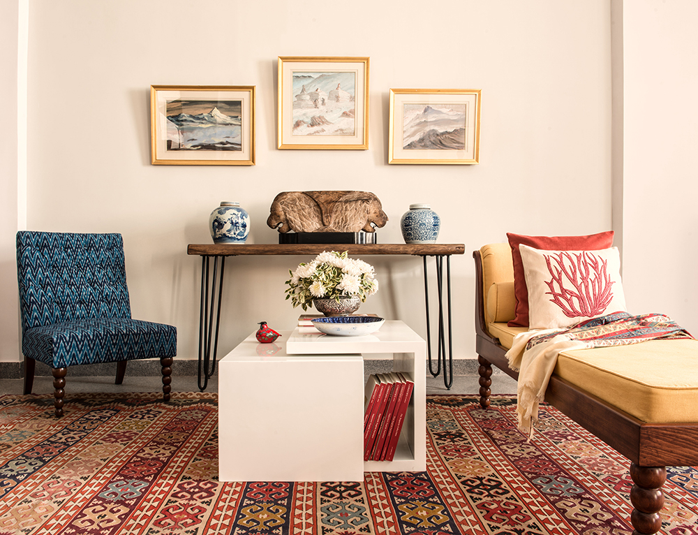 kitsch bohemian look with chaise longue, ikat patterned chair and coffee table