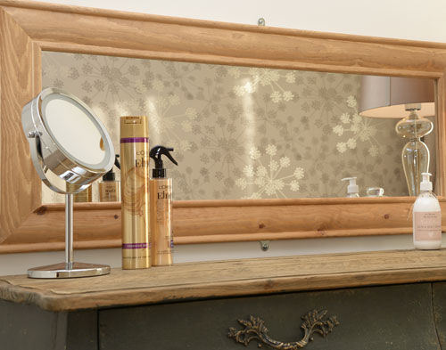 Large dressing table, well-stocked with products for you to try!