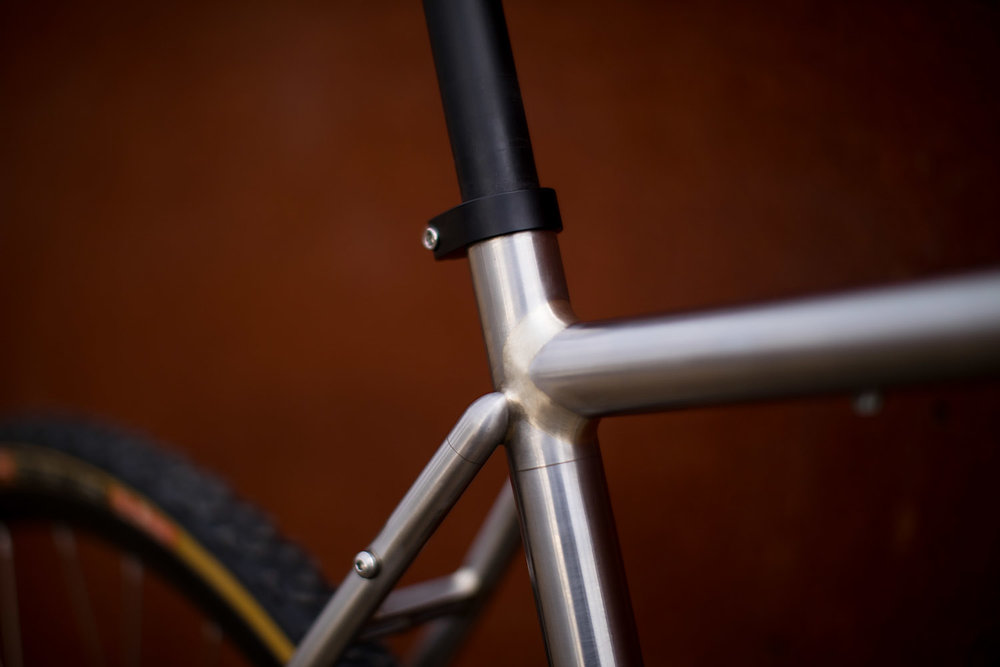 quirk_cycles_alistairs_stainless_bruiser_03.jpg