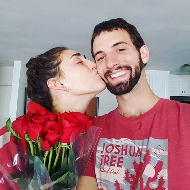 ❤❤❤ Happy Valentine's Day ❤❤❤ . Christian surprised me with roses and I cried lol, gets me every time. Love you so much @lifeofagallagher thank you for the flowers and for being my Valentine everyday 💋