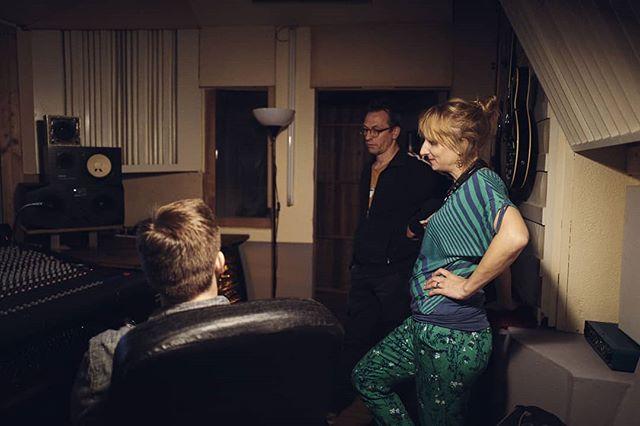 Recording with the fantastic @alexandralehmlersax ! #studio #studiolife #recording #productionlife #producer #jazz #saxophone #duet #bass #bassplayer #vintage #ribbonmics