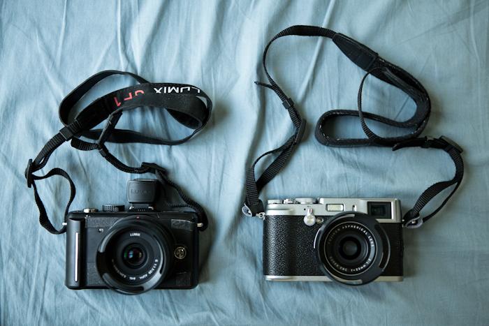 Le Lumix GF1 avec le viseur électronique à côté du Fujifilm X100