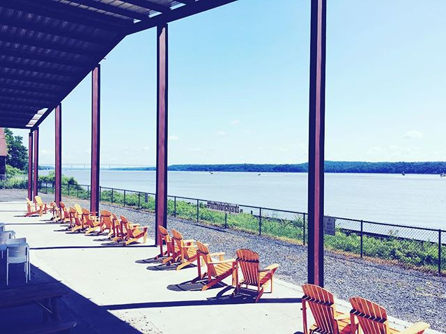Hudson river views and Toma Bloody Marys @smorg_upstate at the Hutton Brickyards. Bloody Marías are being served at the bar with our mix!