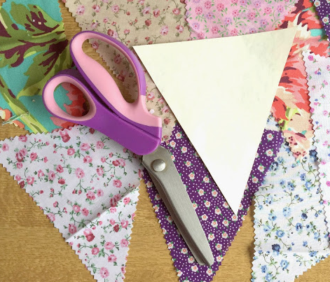 These floral triangles will be mixed up with some in rough hessian and others in lacy fabrics to create my bunting.