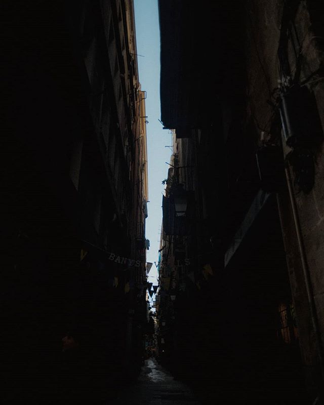 Spent 4 days in Barcelona, and literally spent the whole time taking photos of the alleyways. Can someone buy me an apartment there pls.