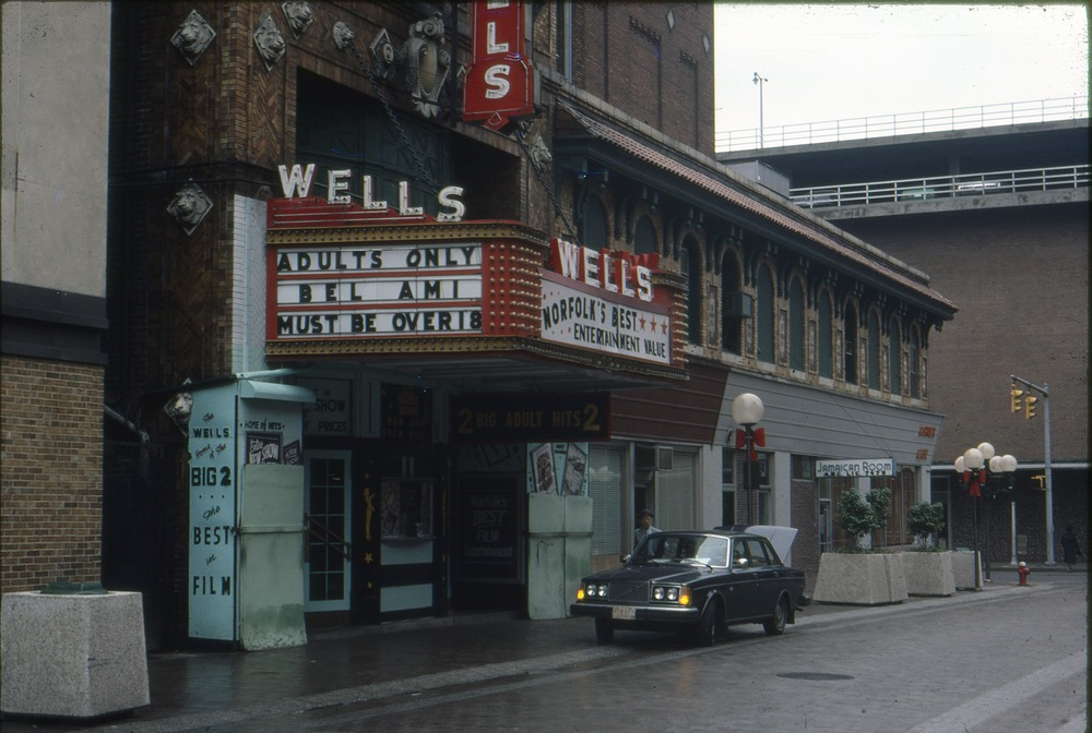 The Wells Theatre at Christmas in 1979