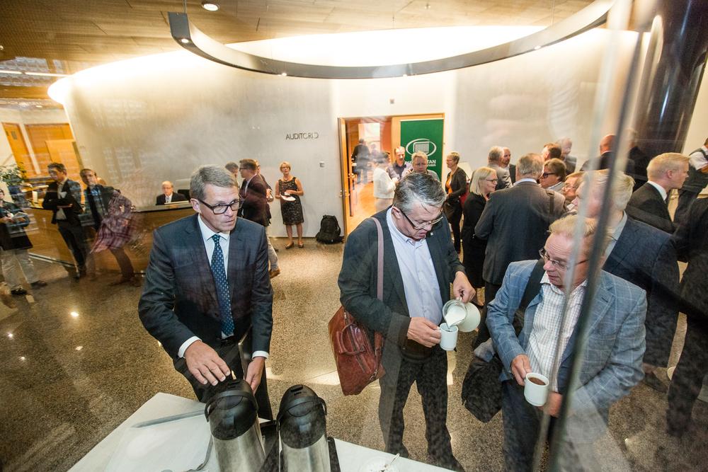 Former prime minister of Finland Matti Vanhanen takes a cup of coffee in parliament house.  © Maaseudun Tulevaisuus
