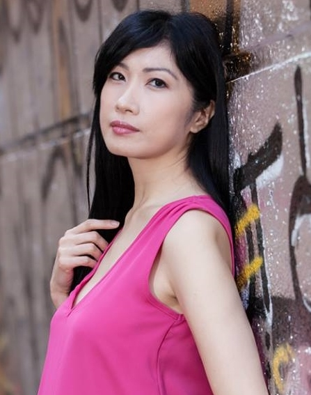 Holly Wu headshot 2.jpg