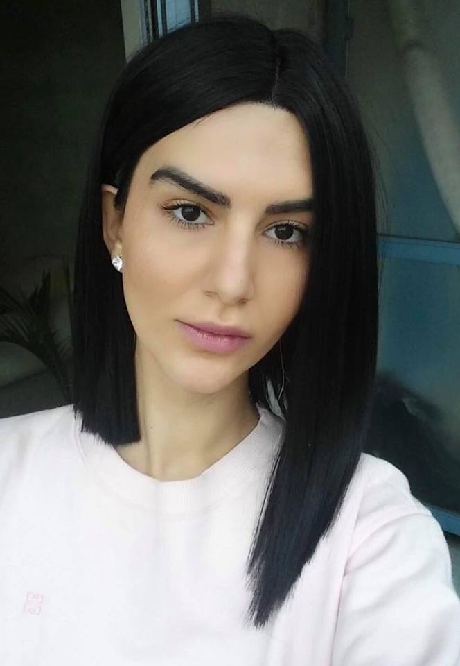 Emily E LONG HAIR headshot.jpg