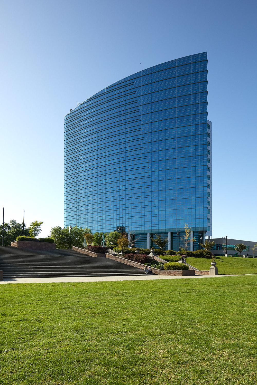 _15A0095_blue-building-sac-grass.jpg