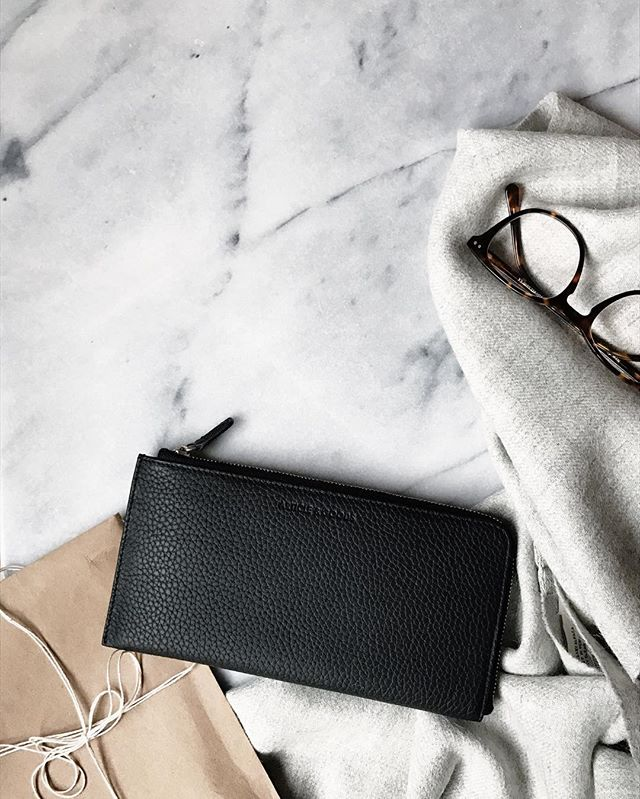 Current favorites 💙love this buttery soft leather piece by @articlegoods —  I'm also partnering with @articlegoods to giveaway this gorgeous No. 9 wallet! Tag a friend and follow @articlegoods to enter ✨Winner will be chosen in a week!