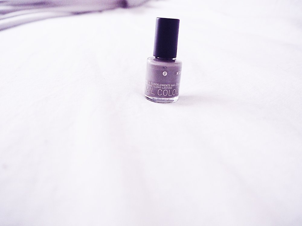 Light grey Korres polish