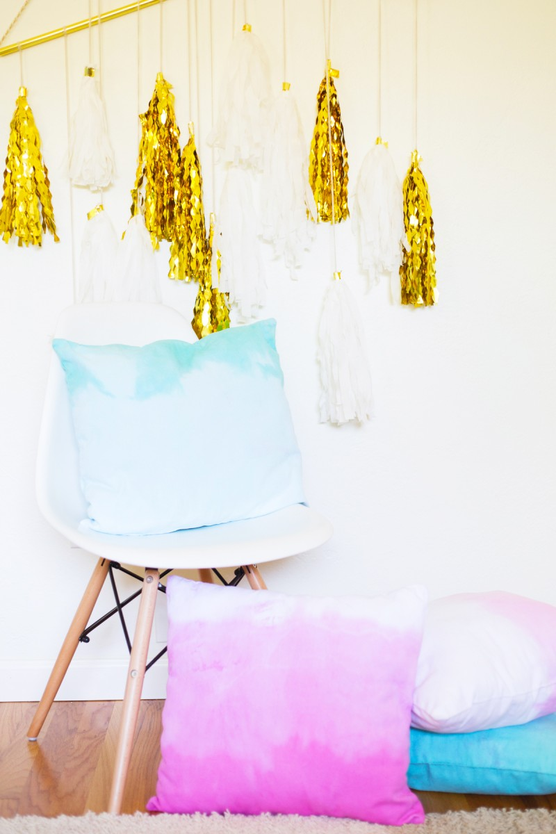 diy-dip-dye-ombre-throw-pillows4-800x1200