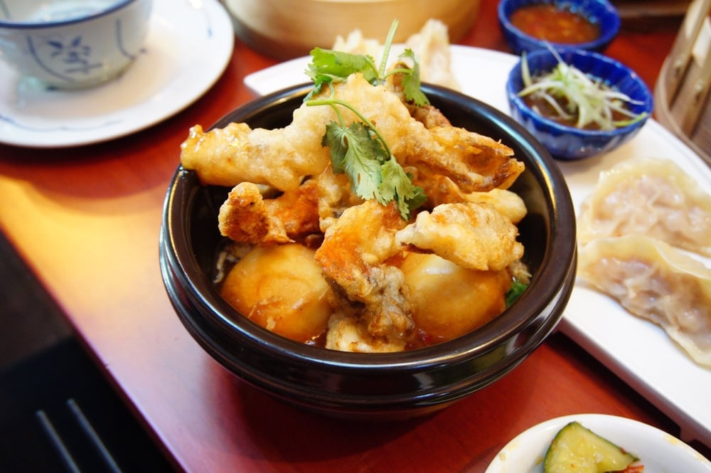 Soft shell crab with fried mantou in Singaporean chili sauce
