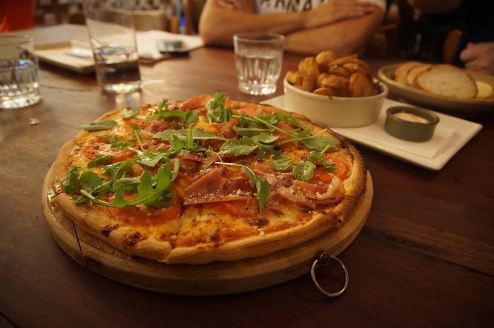 Rucola Pizza with prosciutto di san danielle