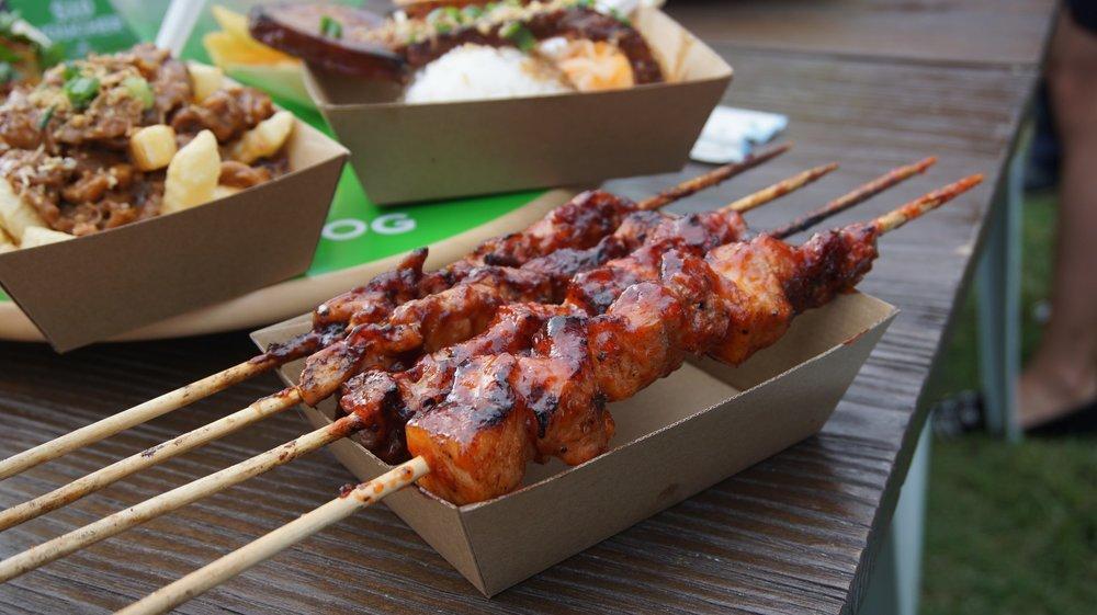 Inihaw na Baboy (pork skewers) &Inihaw na Manok(chicken skewers)