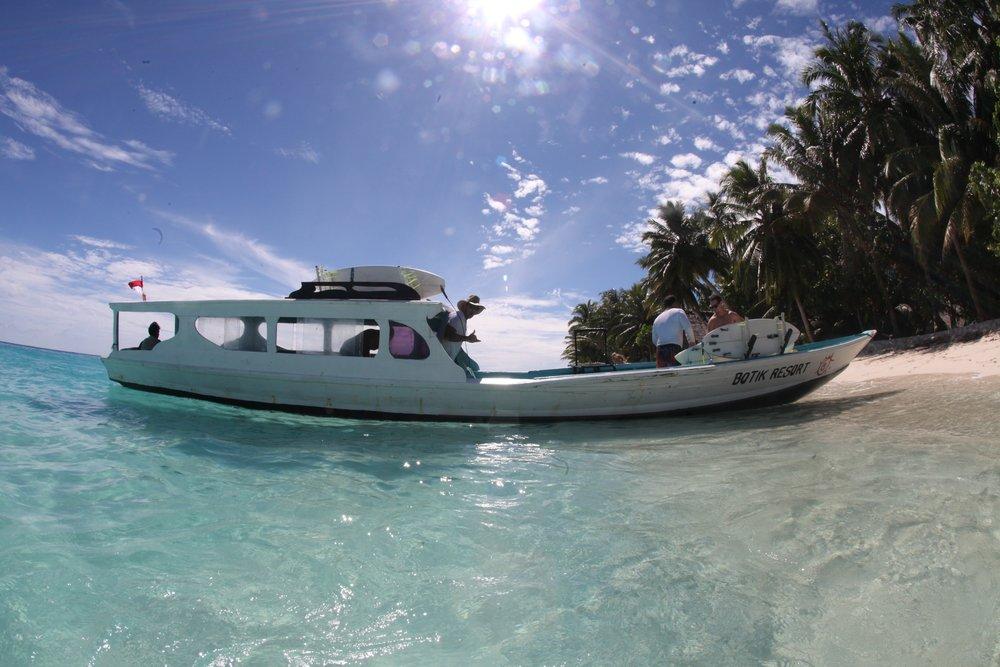 unloading boat.jpg