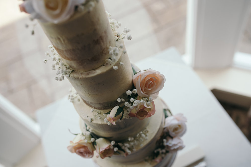 Overhead photograph of the wedding cake