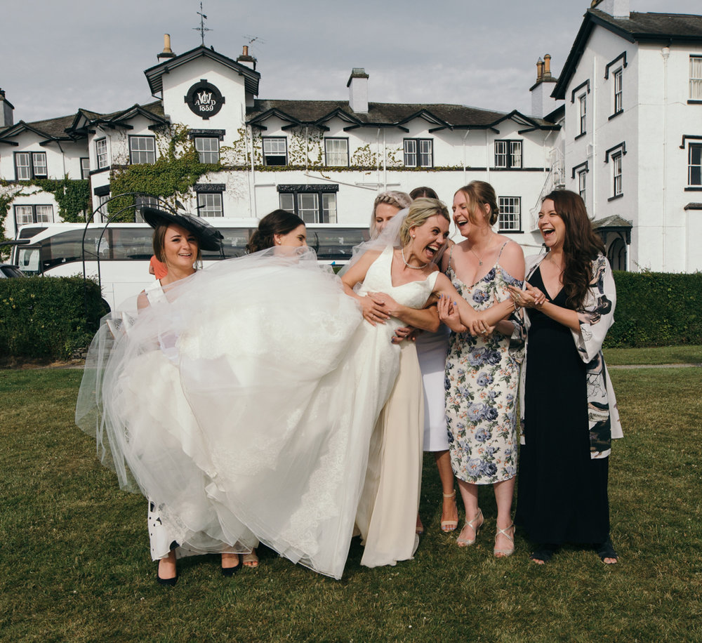 The brides friends decide it is time to pick her up for a photo