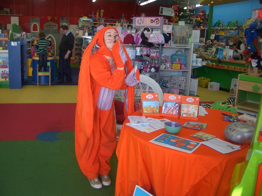 Eardrop entertains at an Auckland retailer