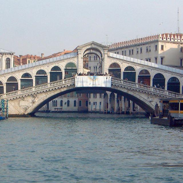 Venice 2000. #rialtobridge #venice #slowlived #slow #venice #wanderlust #parenting #photooftheday