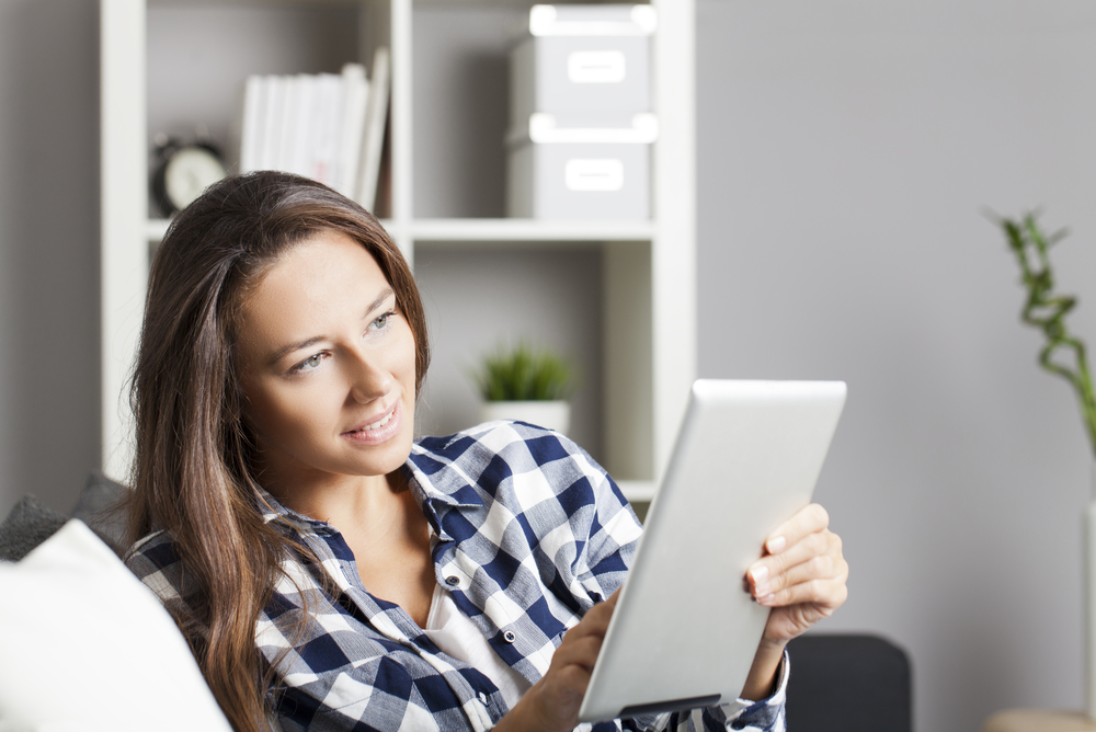 Young-woman-using-tablet-pc-000088751805_Double.jpg