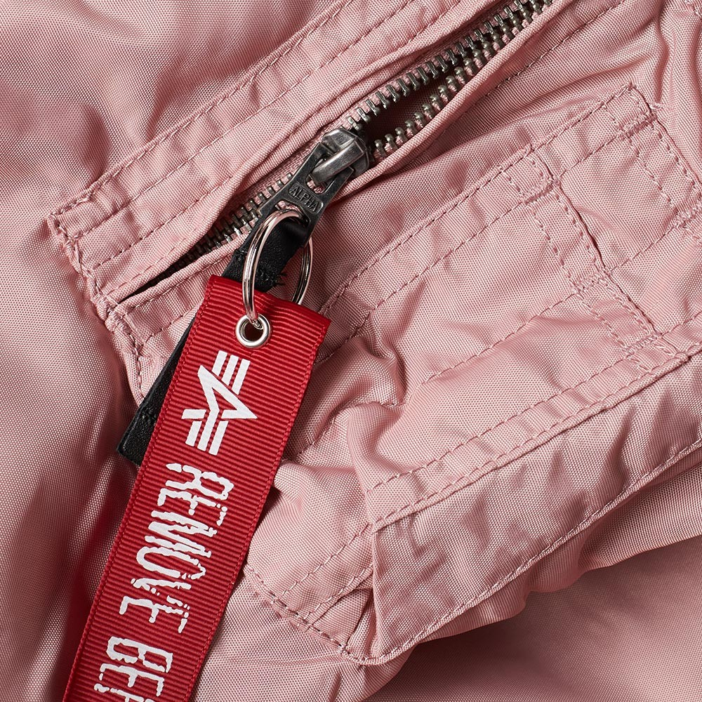 23-02-2017__alphaindustries_ma-1ttjacket_silverpink_191103-sp__hh_5.jpg